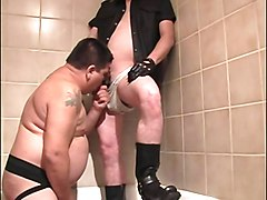 Guy gives chubby chaser cock sucking